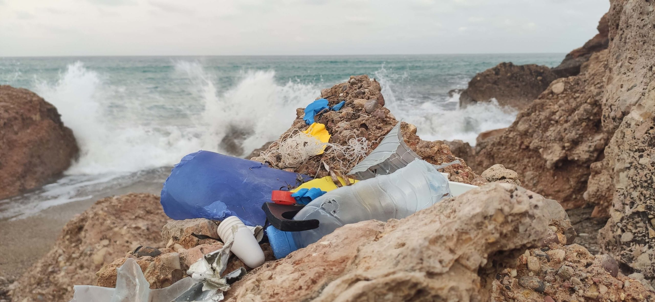 plastic waste beach (1)