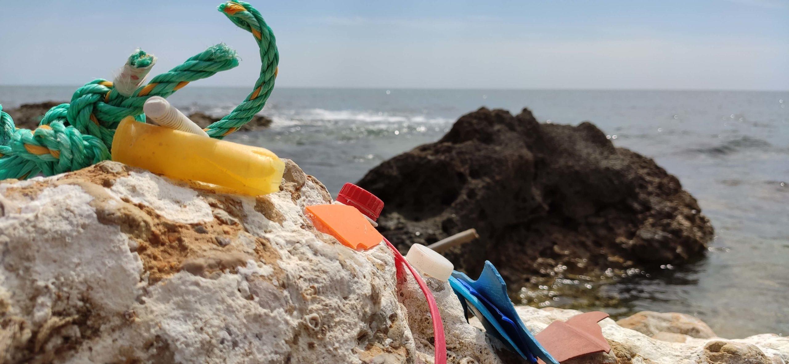 plastic waste beach2